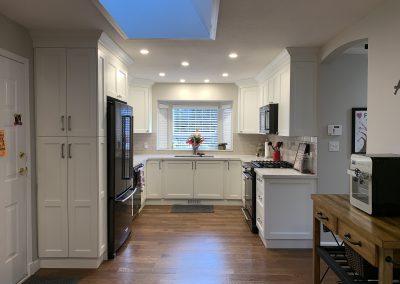 u shape kitchen-white shaker-quartz countertops-LED pot lights-led puck lights